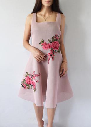 Платье с нашивками new look