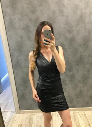 Крута  облягаюча сукня під шкіру