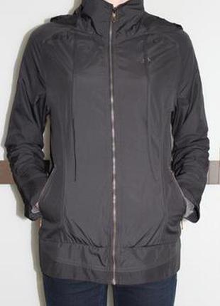 Легкая ветровка серого цвета adidas