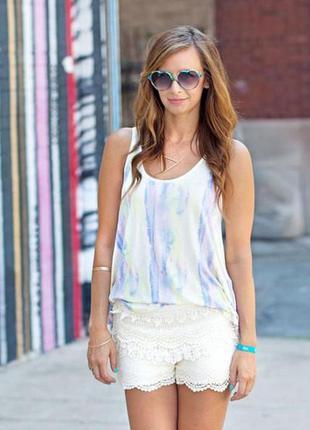 Кружевные белые шорты .брендовые