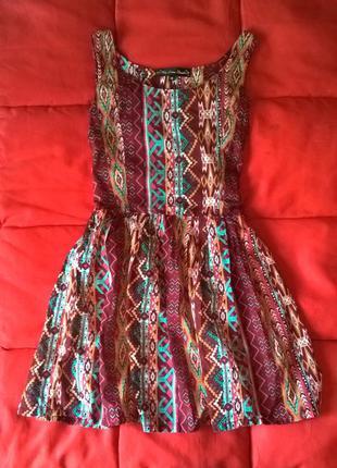 Платье в орнамент с пышной юбкой mela loves london