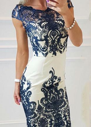 Вечірнє плаття з вишивкою