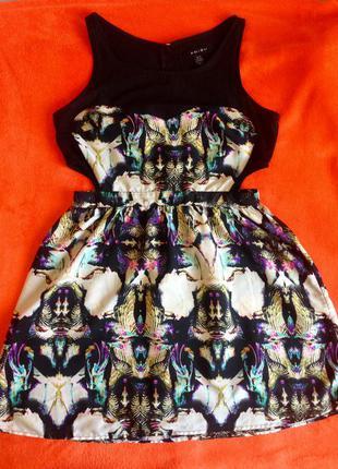 Крутое платье с вырезами на талии р-р m