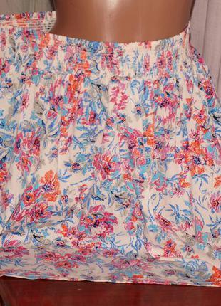Лёгкая юбка (хл - ххл замеры) с цветочным узором, без нюансов, отлично смотрится.