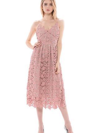 Платье нежно розовое