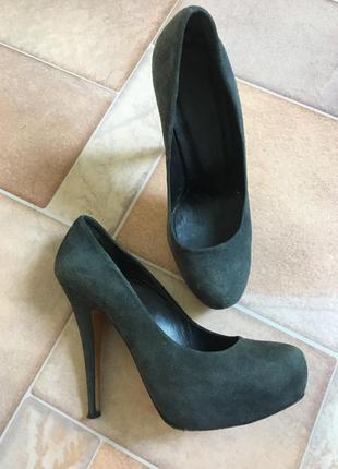 Туфли серые на высоком каблуке