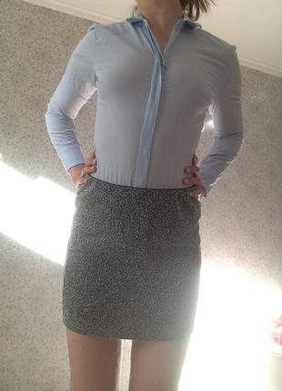 Обтягивающая серая мини юбка