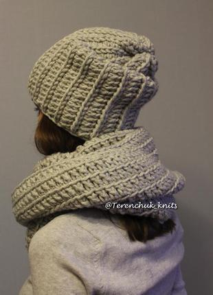 Вязаный женский комплект шапочка-бини и снуд ручной работы