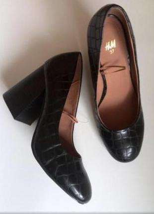 Туфли на широком устойчивом каблуке