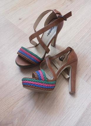 Красивенные босоножки на высоком каблуке