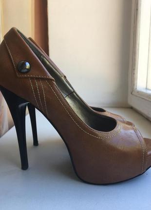 Туфли papillon на высоком каблуке 37 р