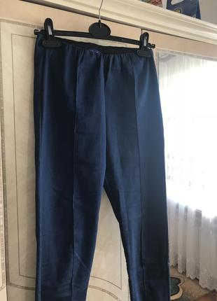 Стильні штани на кант джегінси.