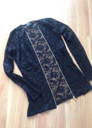 Нарядная черная кружевная блуза на молнии oodji