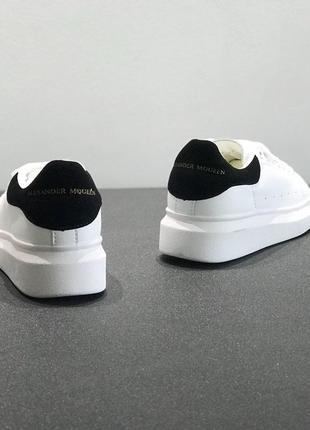 Белые кроссовки alexander mcqueen