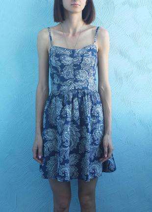 Платье с орнаментами