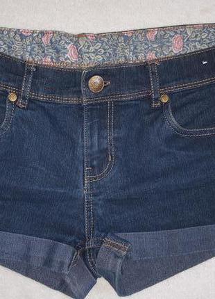 Короткие джинсовые шорты с заворотом