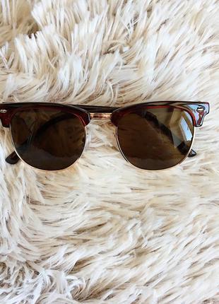 Мужские солнцезащитные очки rayban clubmaster с прозрачной коричнево-красной оправой