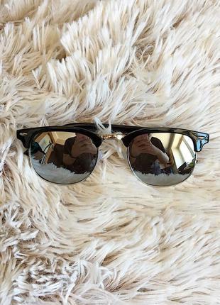 Мужские солнцезащитные очки с чёрной оправой
