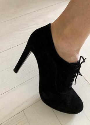 Натуральные замшевые туфли ботильоны minelli