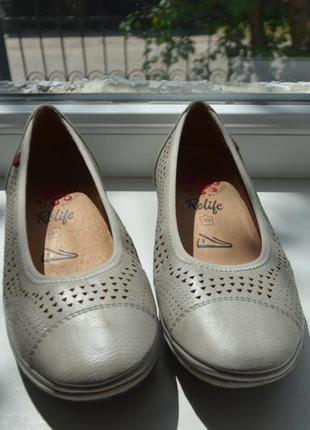 Очень классные удобные дышащие туфли ,дышащая подошва ,стелька 25 см,новые