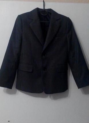 Продам отличный школьный костюм на мальчика, 134 рост