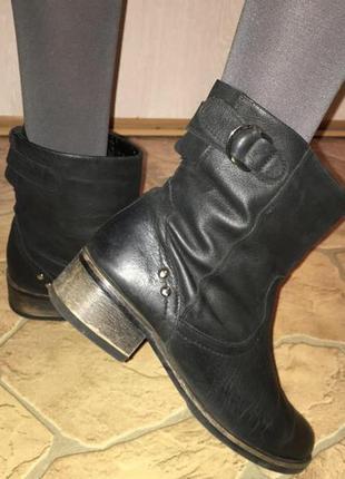 Ботинки полусапожки демисезонные натуральная кожа на небольшом каблуке чёрного цвета
