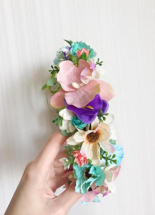 Шикарный пишный венок с нежными цветами