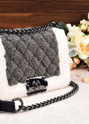 Пушистая сумочка с мехом