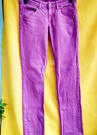 Сиреневые джинсы слим divided от h&m