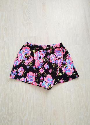 Яркие летние шорты цветочный принт
