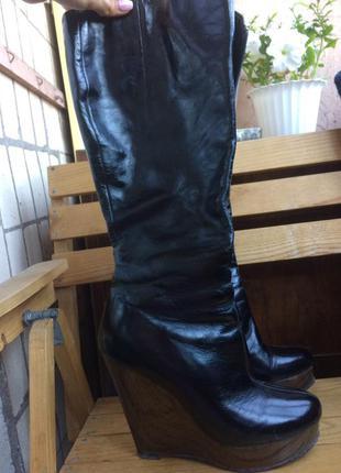 Черные кожаные сапоги  на платформе