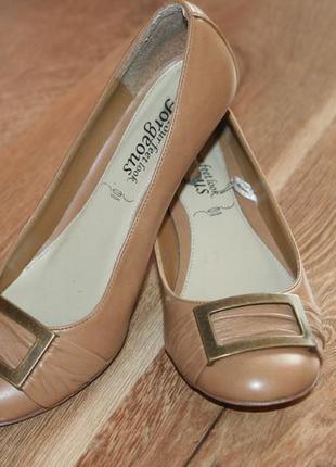Красивые туфли устойчивый каблук