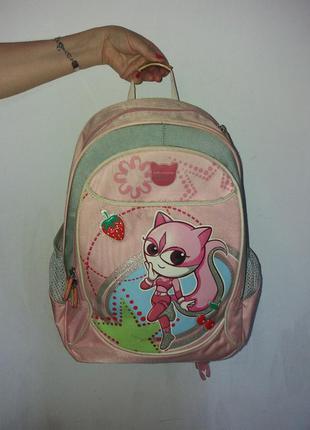 Школьный рюкзак для девочки.