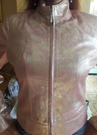Кожанная куртка , натуральная кожа.