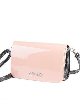 Лаковая летняя сумка-клатч через плечо кроссбоди розовая пудра