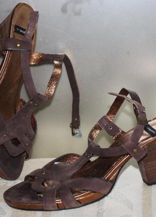Босоножки 100% кожа нубук коричневый устойчивый каблук vagabond 38