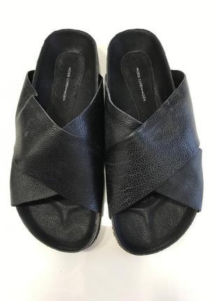 Шлёпанцы кожаные чёрные