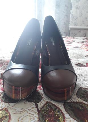 Шикарные туфли на высоком каблуке