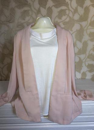 Стильный пиджак красивого нежного цвета