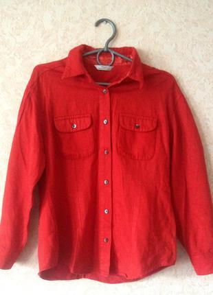 Ярко-красная плотная рубашка