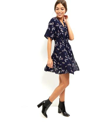 Актуальное женственное платье с бабочками от new look