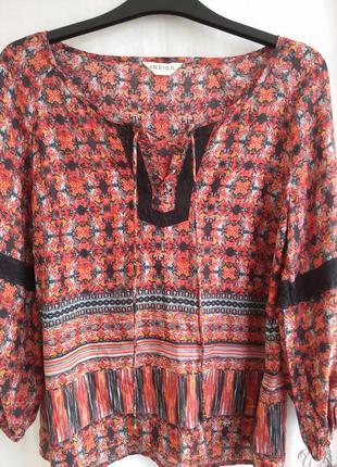 Красивая блуза с кружевом индиго