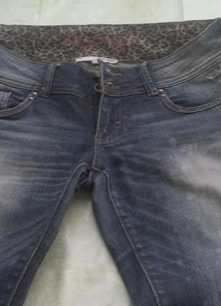 Суперские джинсы с леопардовым принтом