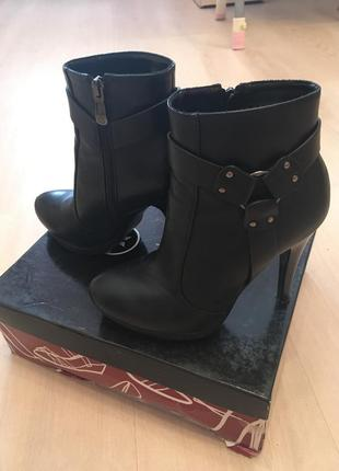 Ботильоны ботинки ботиночки демисезонные черные средний каблук шпилька повседневные