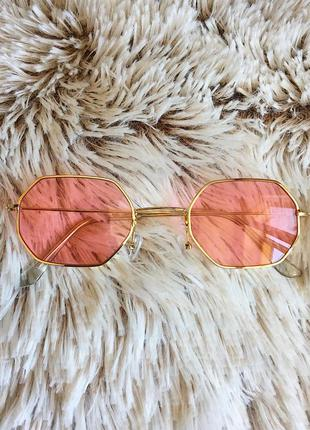 Восьмиугольные очки в тонкой оправе с розовыми линзами