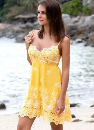 Пляжное короткое платье с вышивкой из хлопка