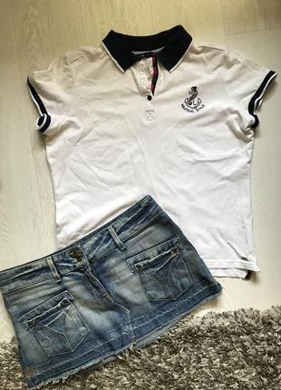 Футболка-поло и юбка
