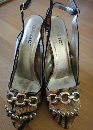 Стильные босоножки на каблуках 39 размер от basic edition