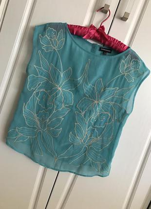 Тонкая мятная блуза с нежной вышивкой