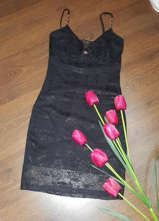 Красивое платье из гипюра итальянской фирмы poliit